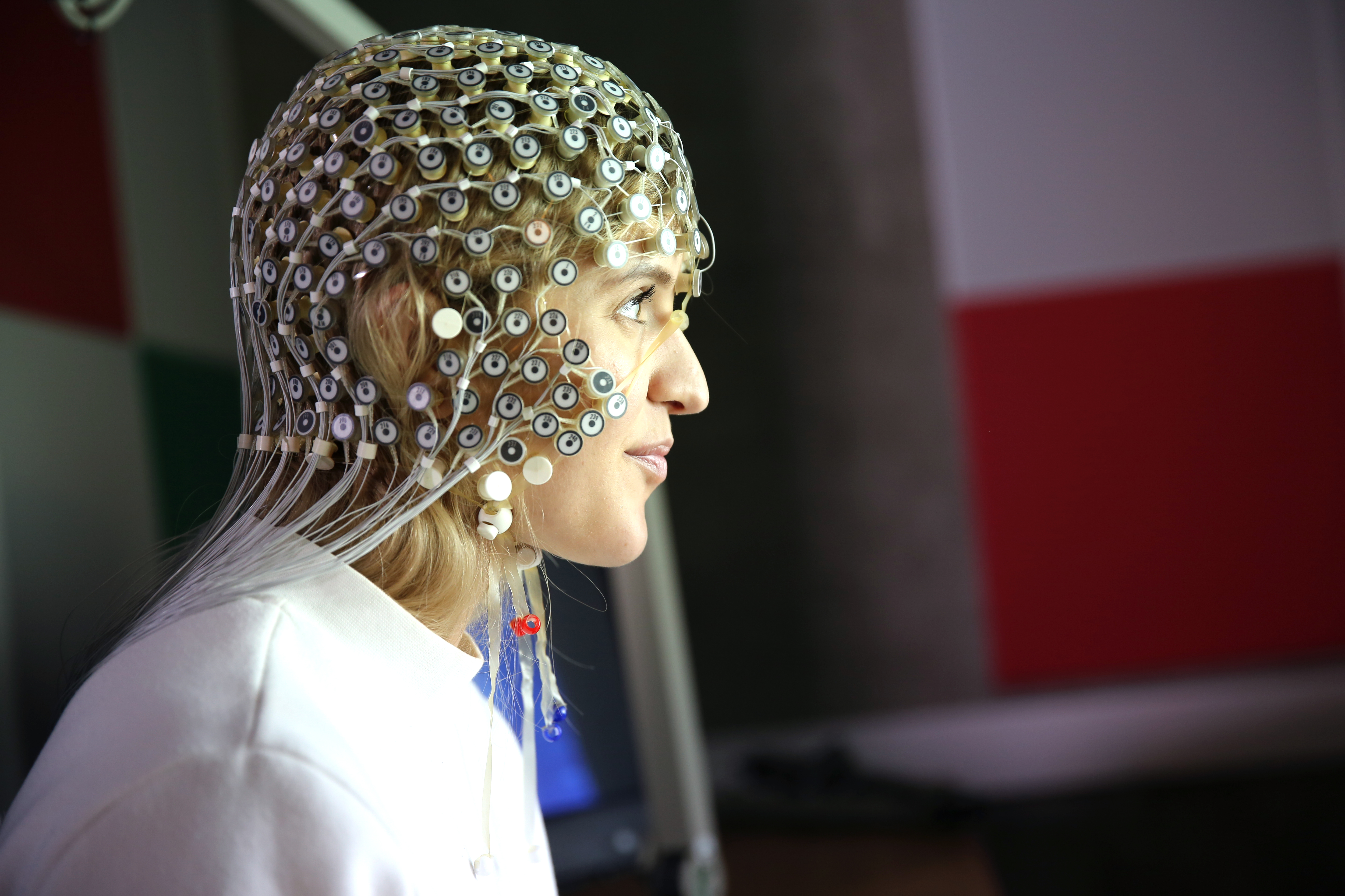 A student in the study wears hundreds of sensors to monitor her brain.